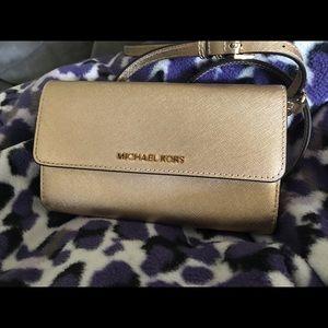 Michael kors wallet crossbody (goldish)